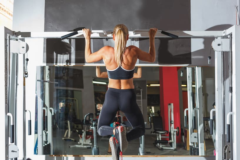 how to lose back fat - doing pull-ups using a bar